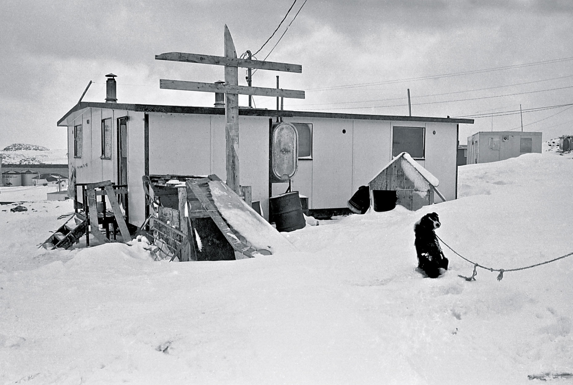 12-An-arctic-Home,-Cape-Dorset,-Canadian-Arctic-