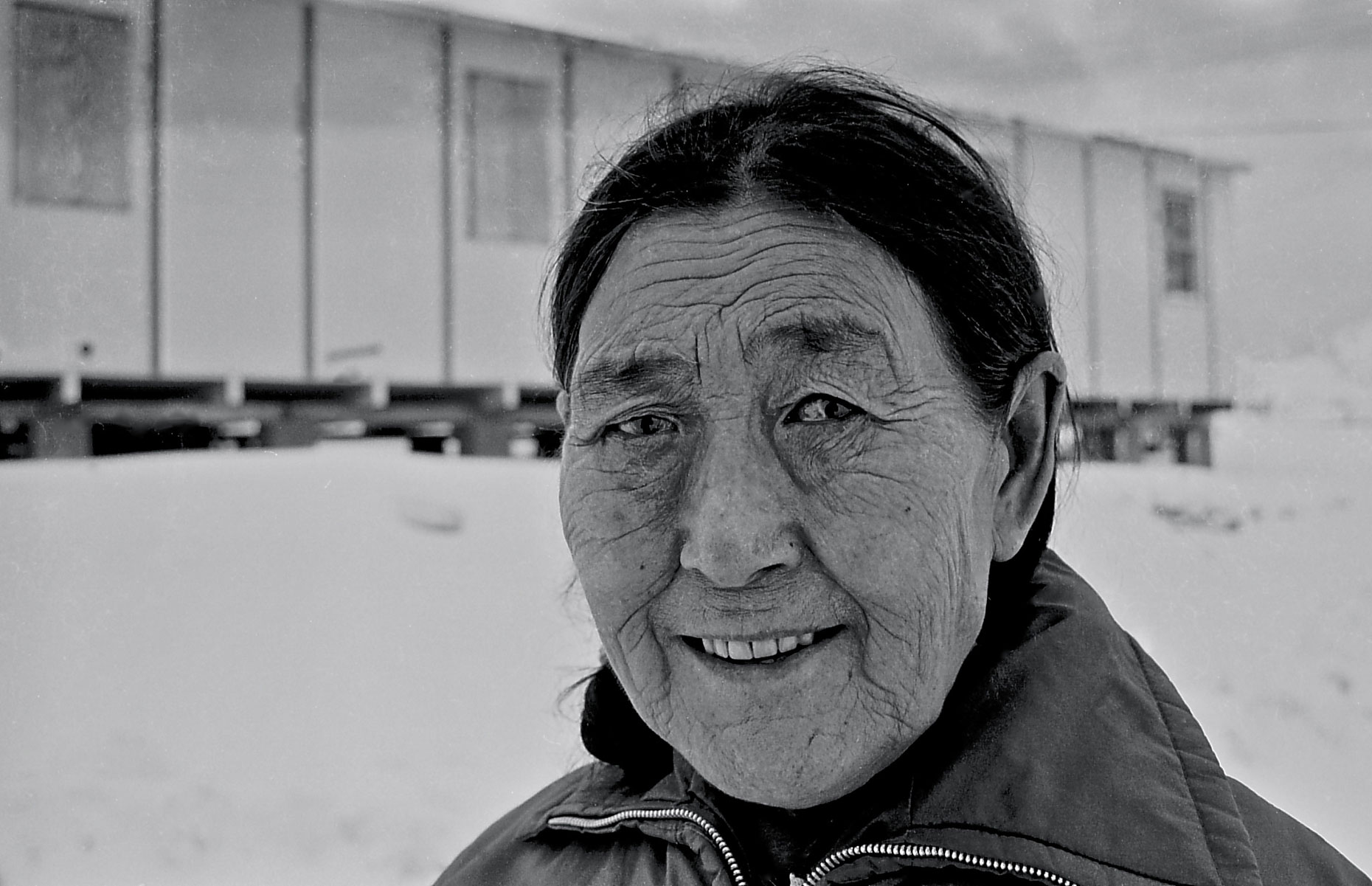 16-Cape-Dorset-woman,-canadian-Arctic-
