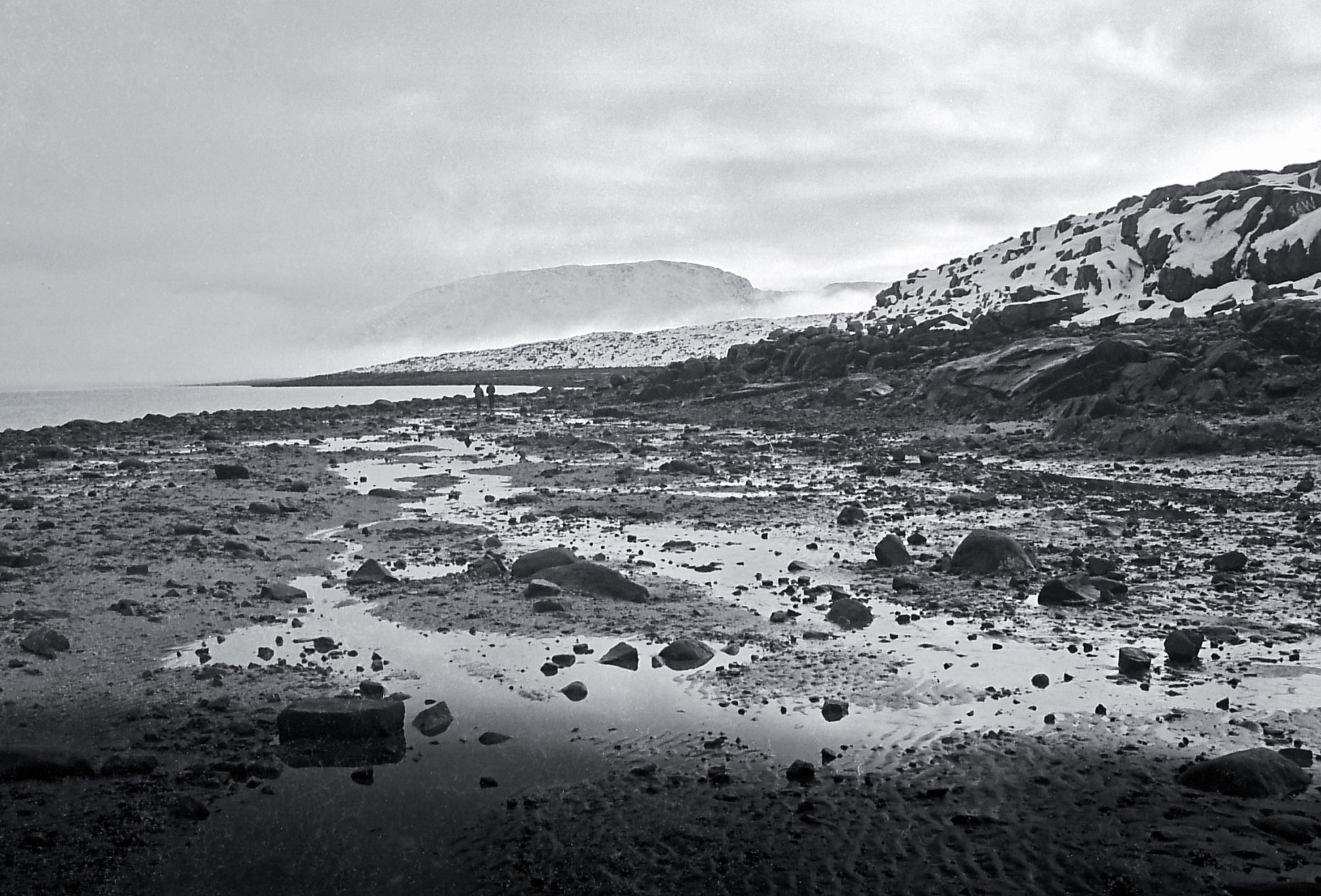 21-Shore-line-after-the-tide,-Cape-Dorset,-Canadian-Arctic-